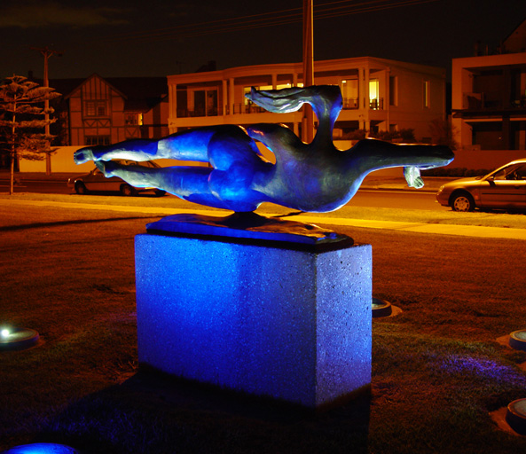 Swimmers Sculpture 2